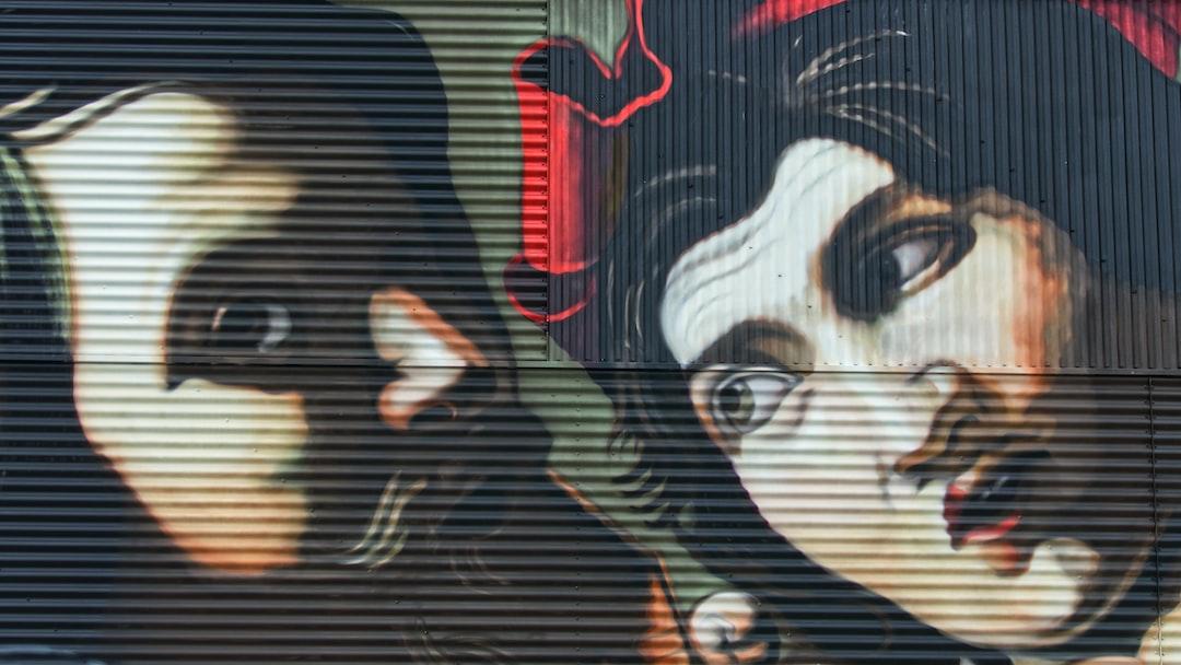 Street Art au Clos du Chêne - Andrea Ravo Mattoni est né à Varese le 7 avril 1981 dans une famille d'artistes. Son père, Carlo Mattoni, était un illustrateur et graphiste spécialisé dans l'art conceptuel-comportemental. Son oncle Alberto, connu sous le nom de Matal, était un illustrateur célèbre pour la création du personnage Lillibeth et son grand-père, Giovanni Italo, peintre, est l'auteur de l'une des séries les plus importantes de figurines Liebig et Lavazza. Il a commencé à peindre avec des bombes en 1995.