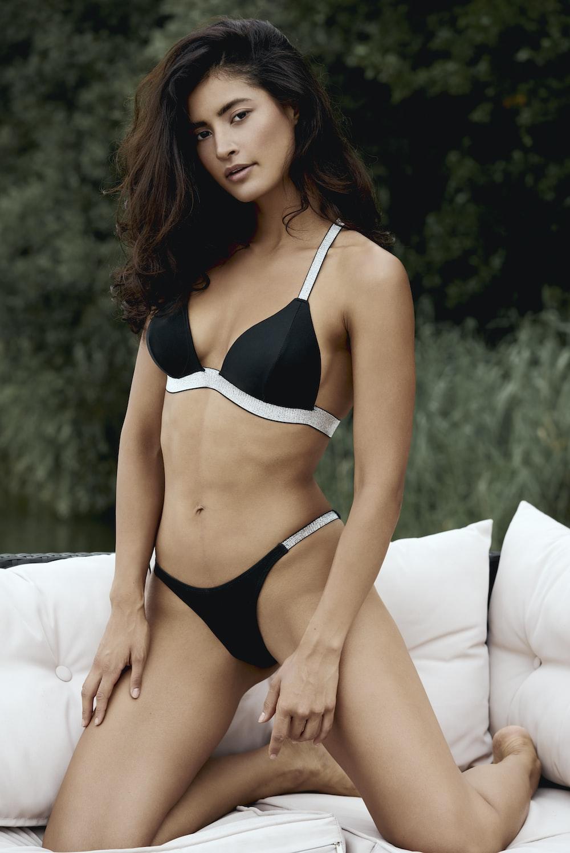 woman wearing black bikini