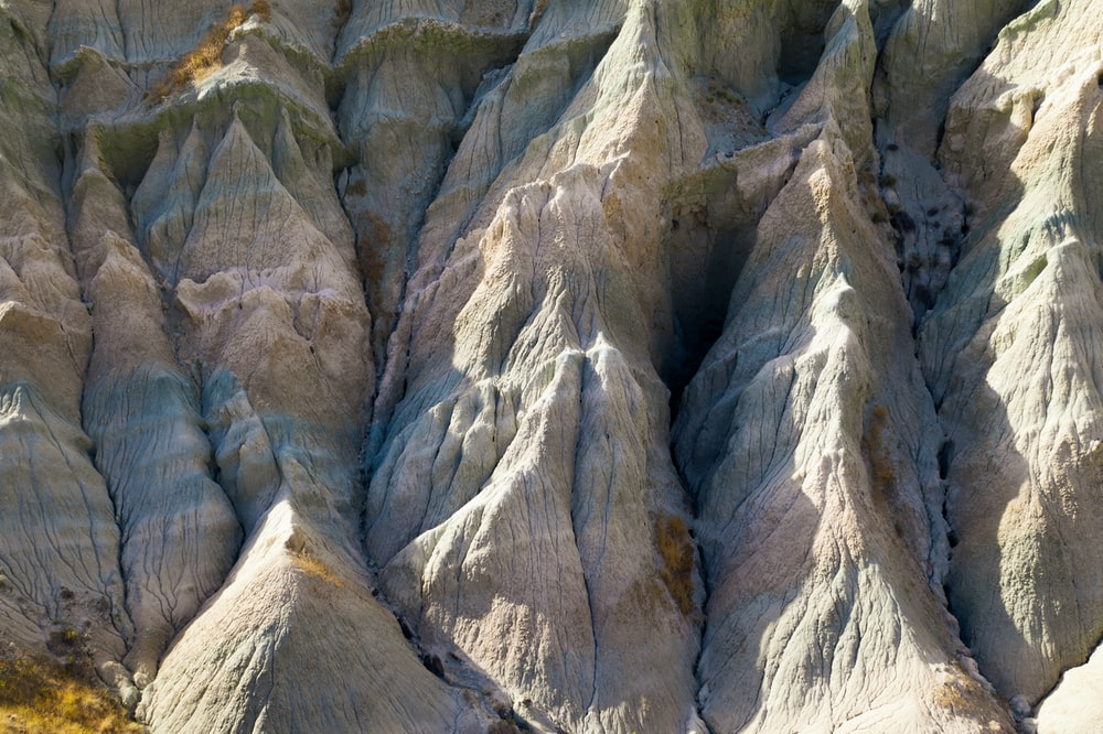 close-up photography of gray mountain