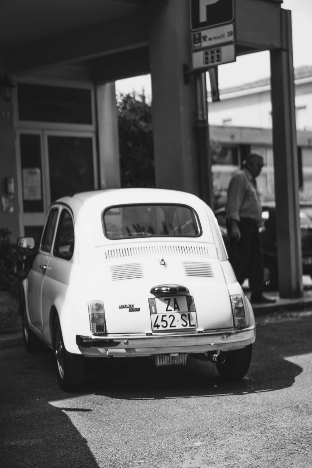 Fiat 500 hd photo by omer goldstein omerg on unsplash