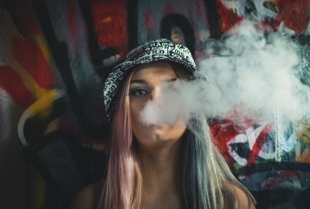 500 Girl Smoking Pictures Hq Download Free Images On Unsplash