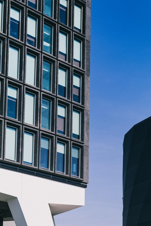high-ruse buildings under blue sky