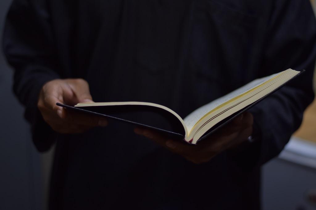 membaca buku agile