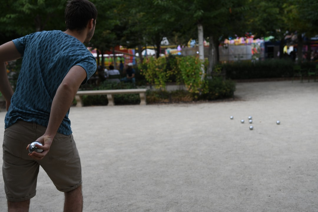 A friend's game of boulle at the Tuileries park