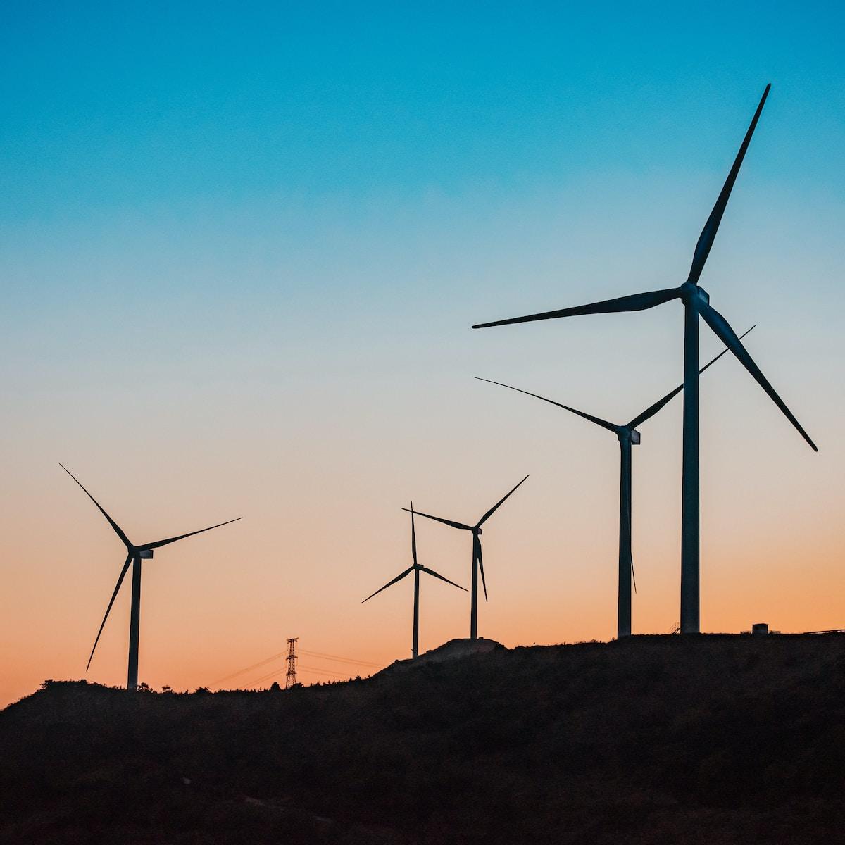 Turbinas de viento / Precio de la luz