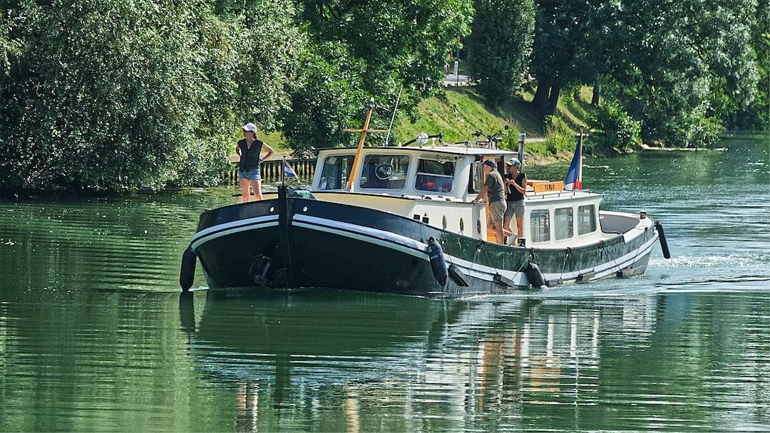 Trafic fluvial sur la Marne
