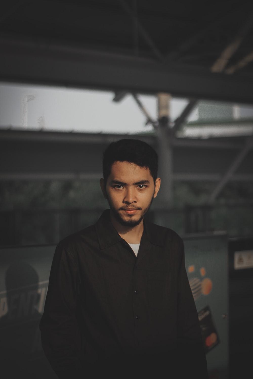 man wearing black dress shirt