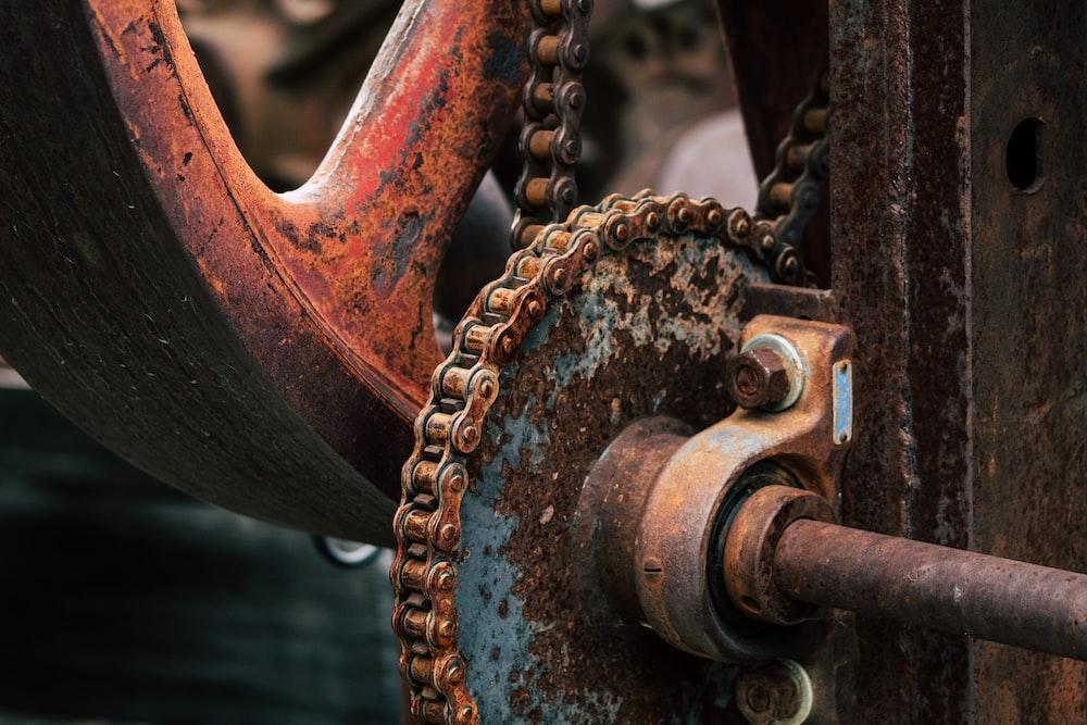 brass-colored chain machine