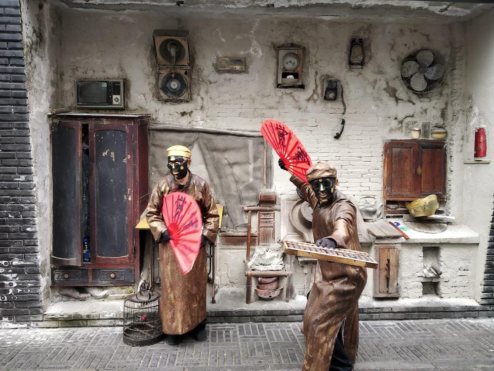 man statue during daytime