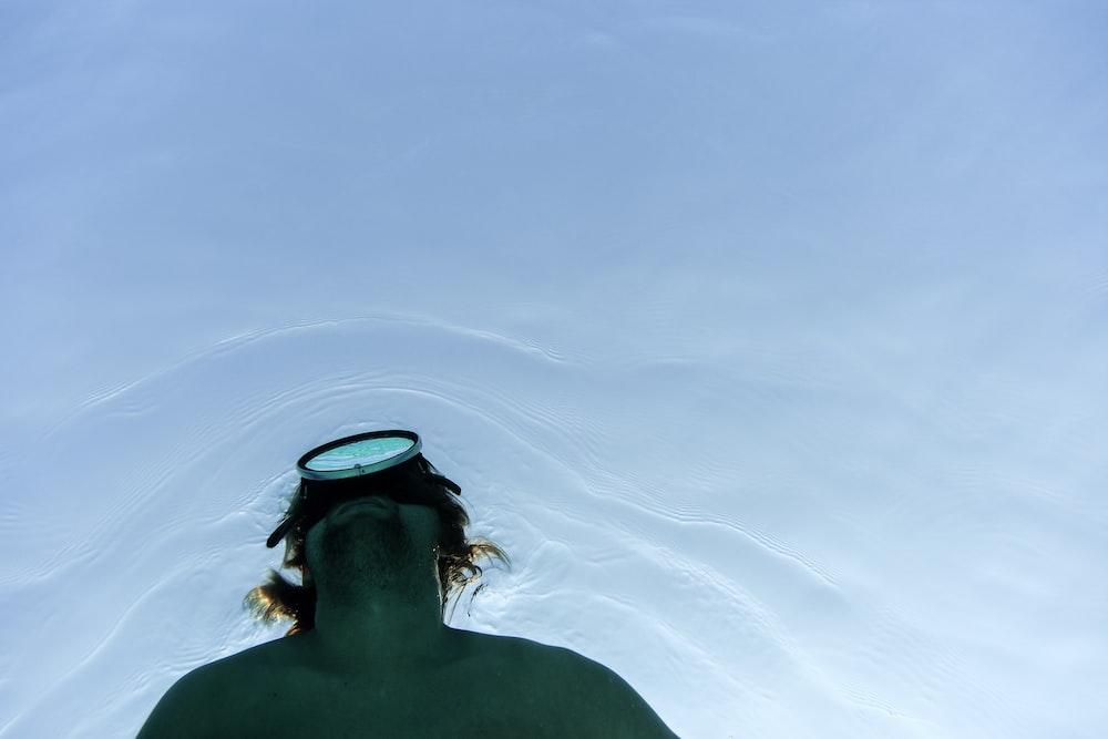 man wearing diving mask