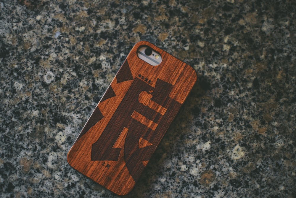 brown plastic phone case close-up photography
