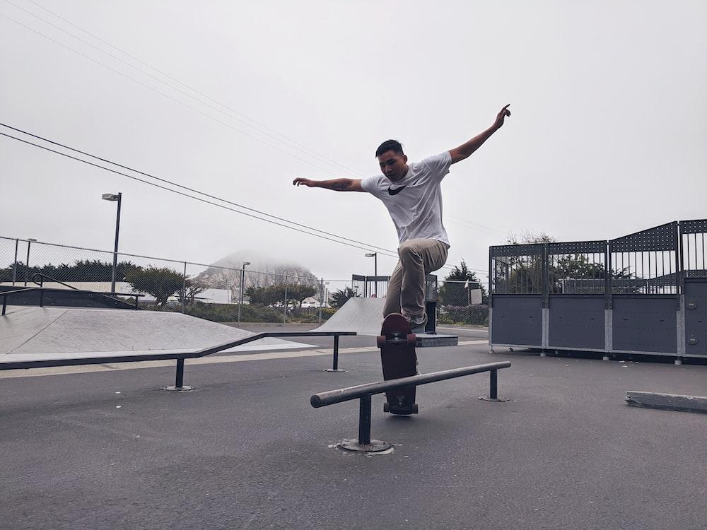 man skateboarding at daytime