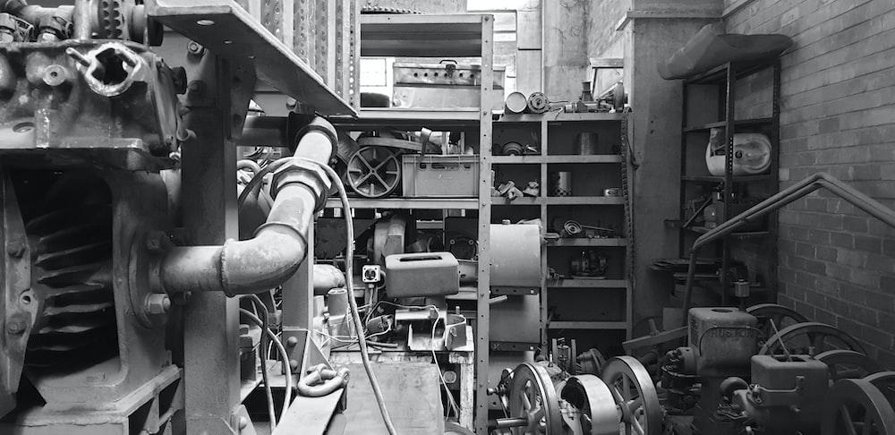 grayscale photo of machine