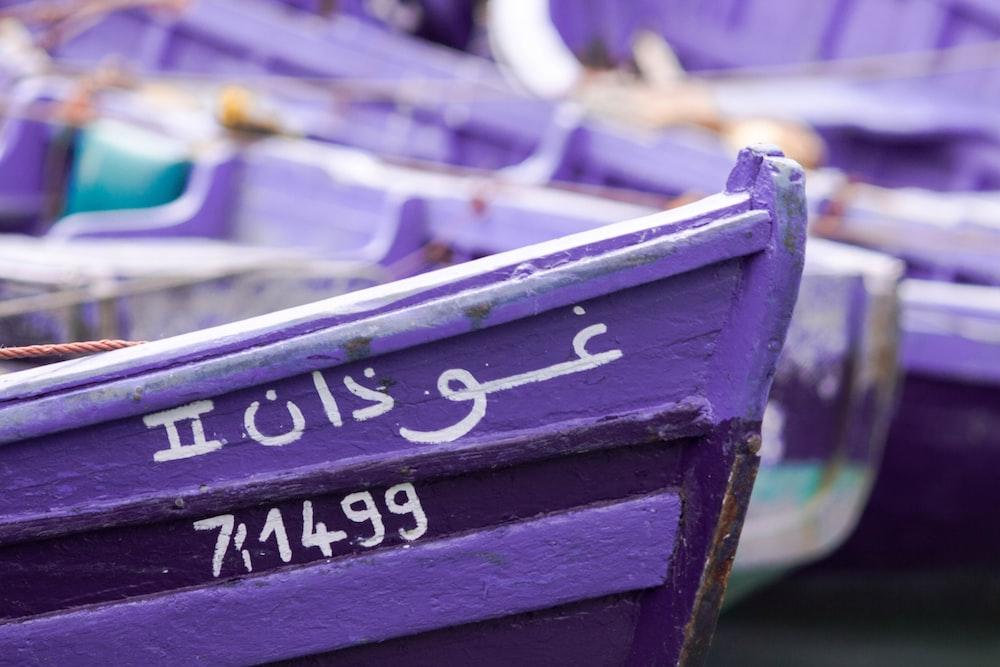 shallow focus photography of purple canoe