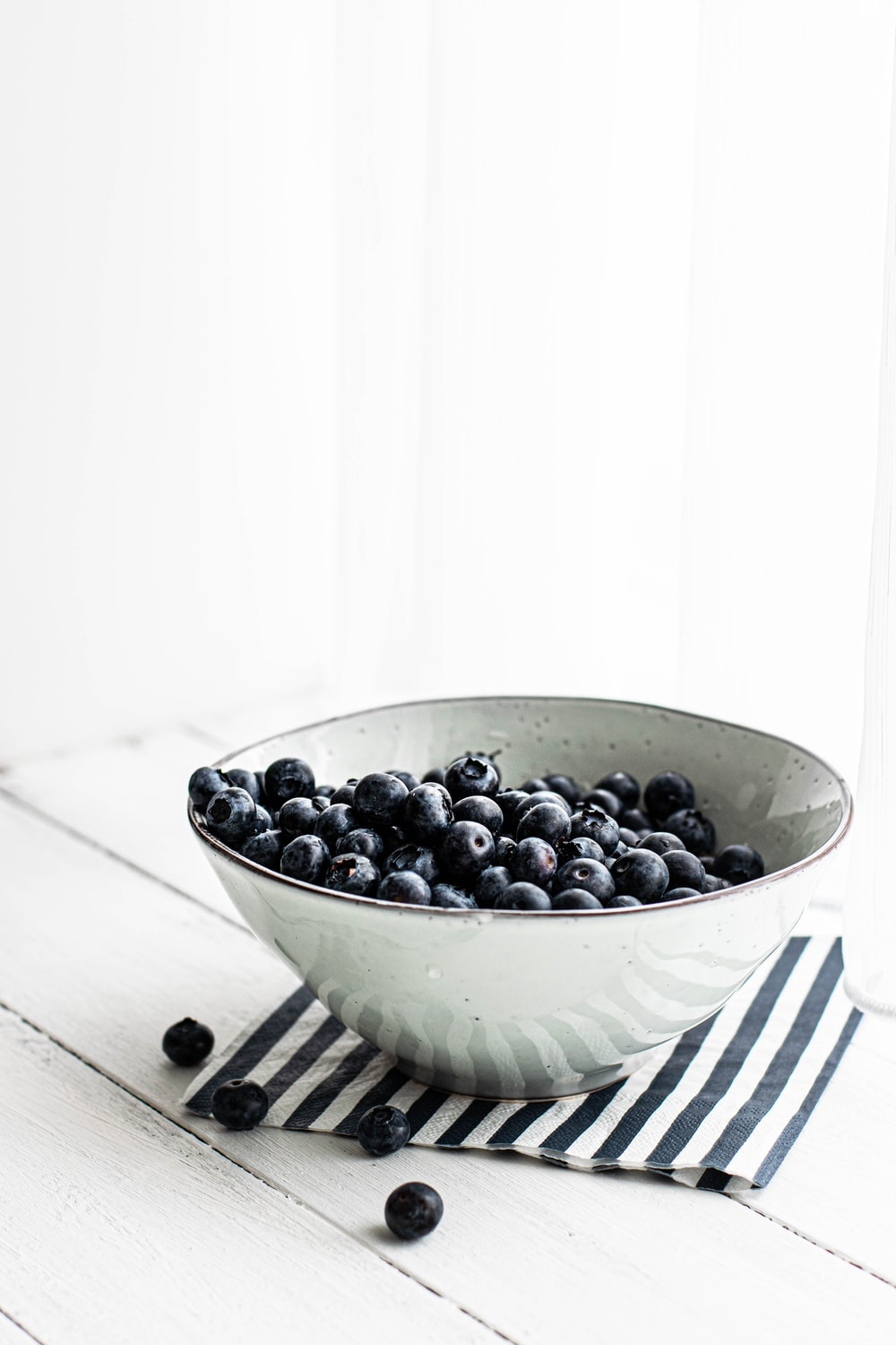 black beans in white ceramic bowl close-up photography