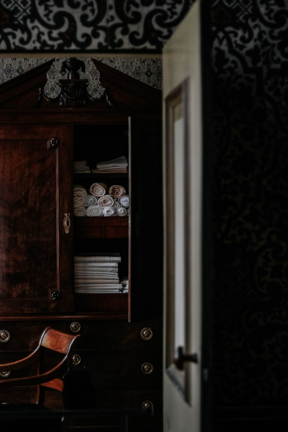 brown wooden cabinet close-up photography