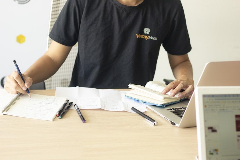 man in black crew-neck t-shirt