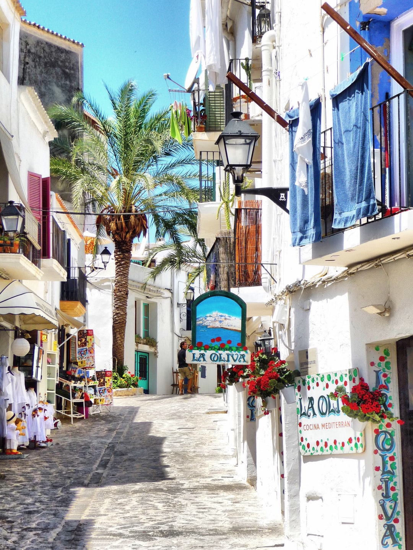 MI CASA, SU CASA: 7 BENEFITS OF HAVING A VACATION HOME IN SPAIN