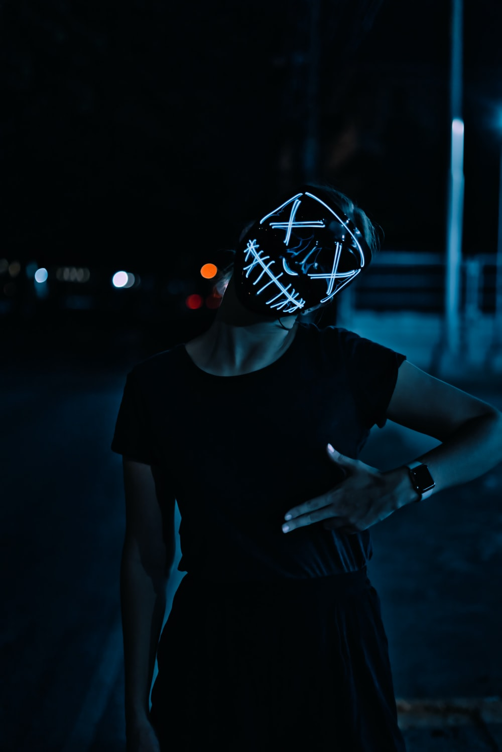 woman wearing black shirt and mask