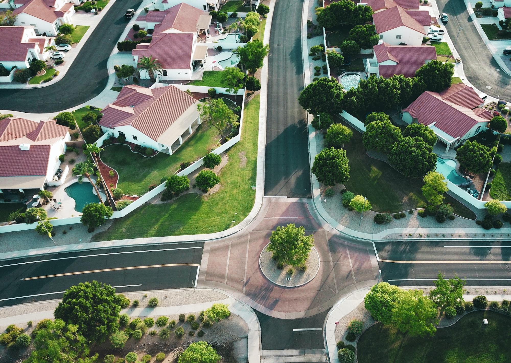 O número de pessoas investindo em fundos imobiliários está em franco crescimento. Photo by Avi Waxman / Unsplash