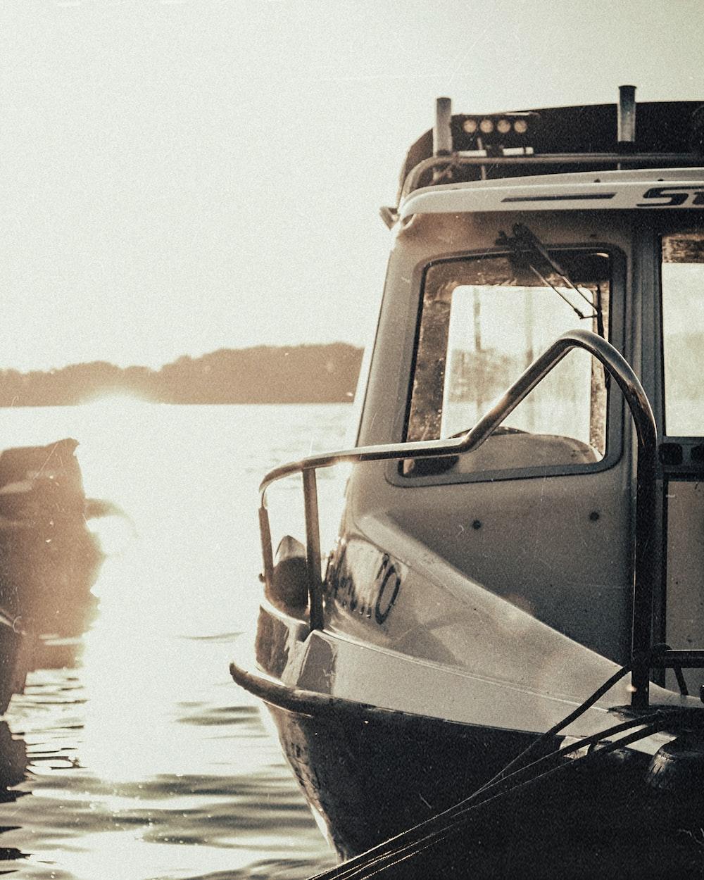 gray motor boat