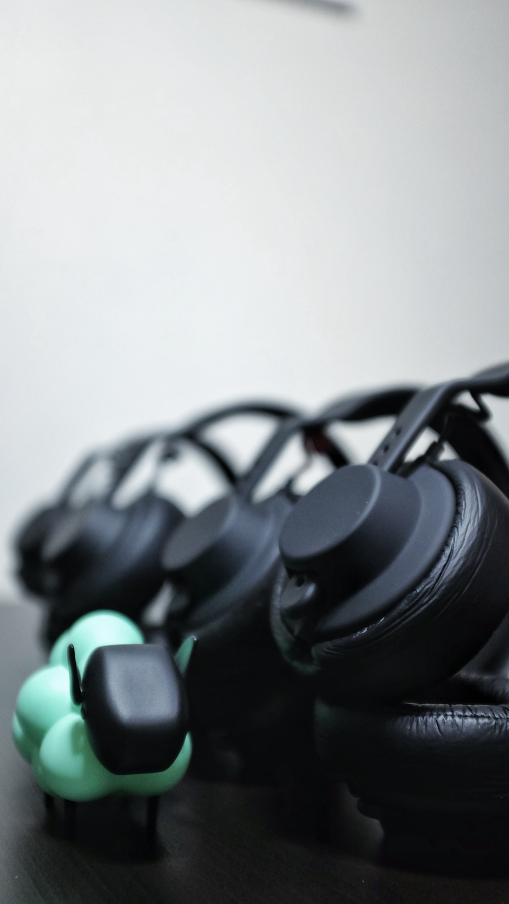 black headphones close-up photography
