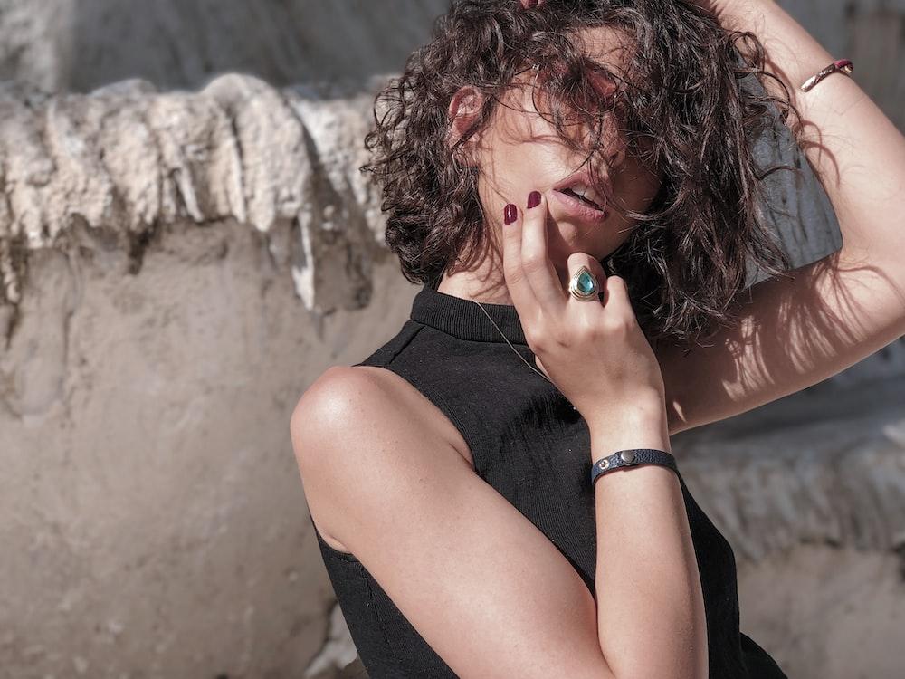 woman wearing black sleeveless shirt