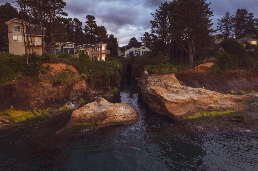 If I had chosen a more lucrative profession, I would definitely buy one of these houses. There's a cool and mysterious cave at the back of this small cove that actually leads all the way to the other side of this strip of land that sticks out into the Pacific Ocean in Depoe Bay, Oregon.