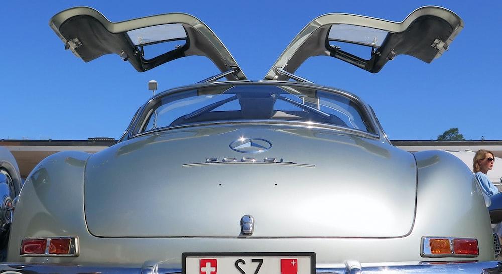gray Mercedes car
