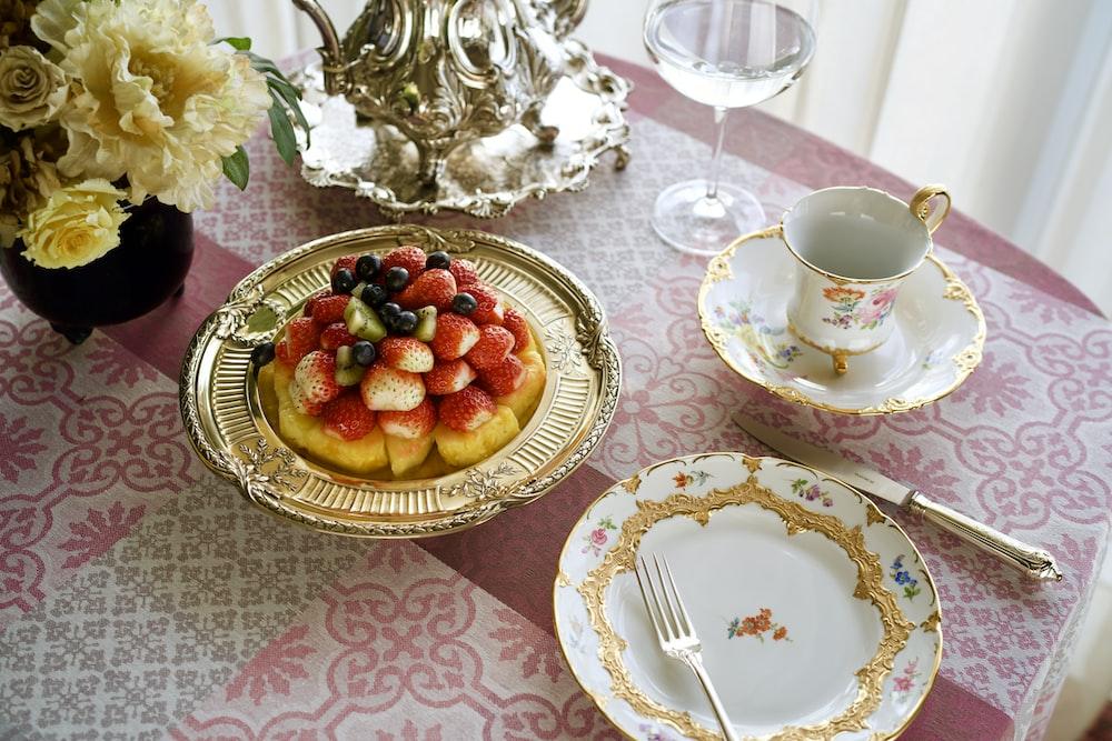 dessert food in tray