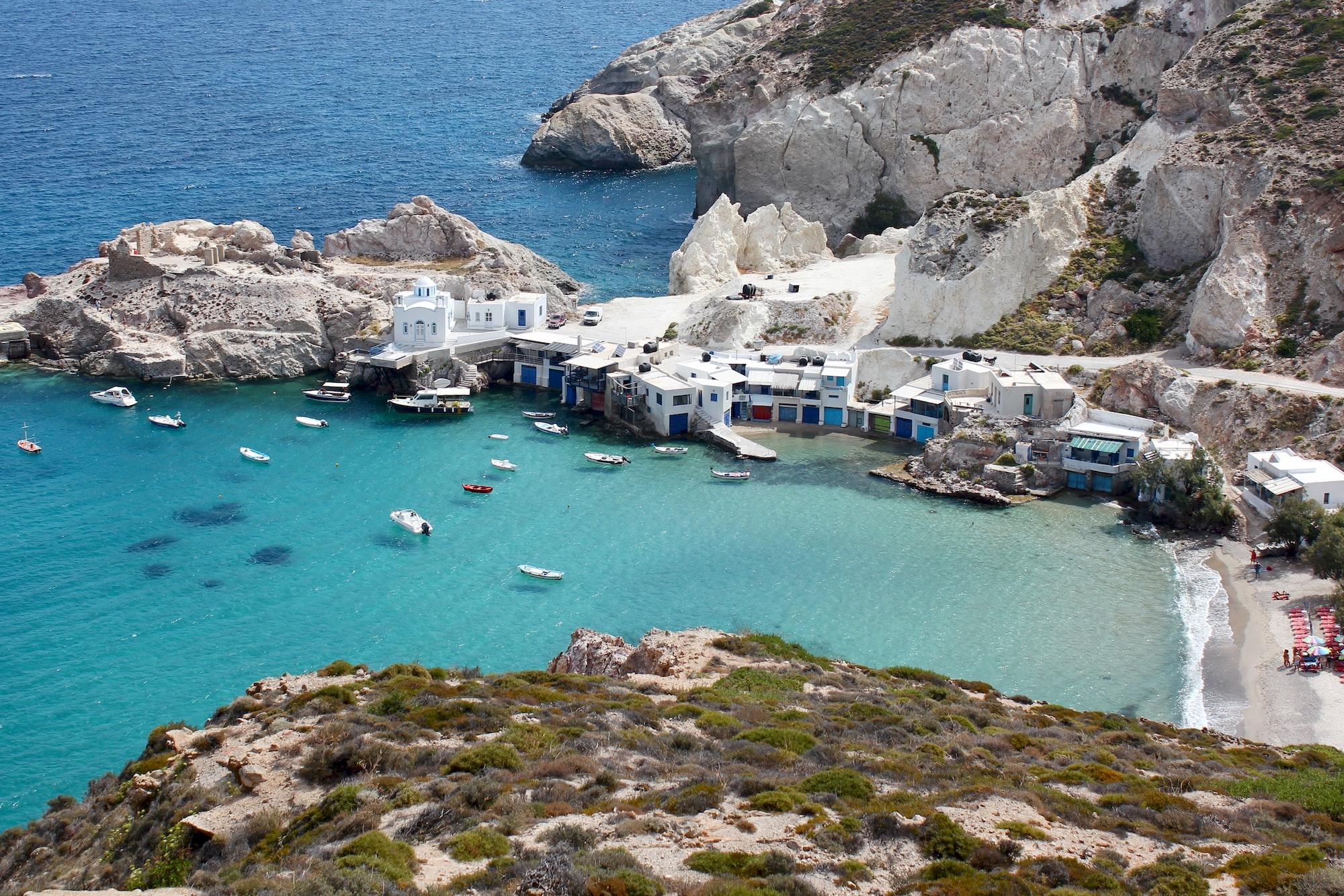 Vue sur l'île de Milos en Grèce