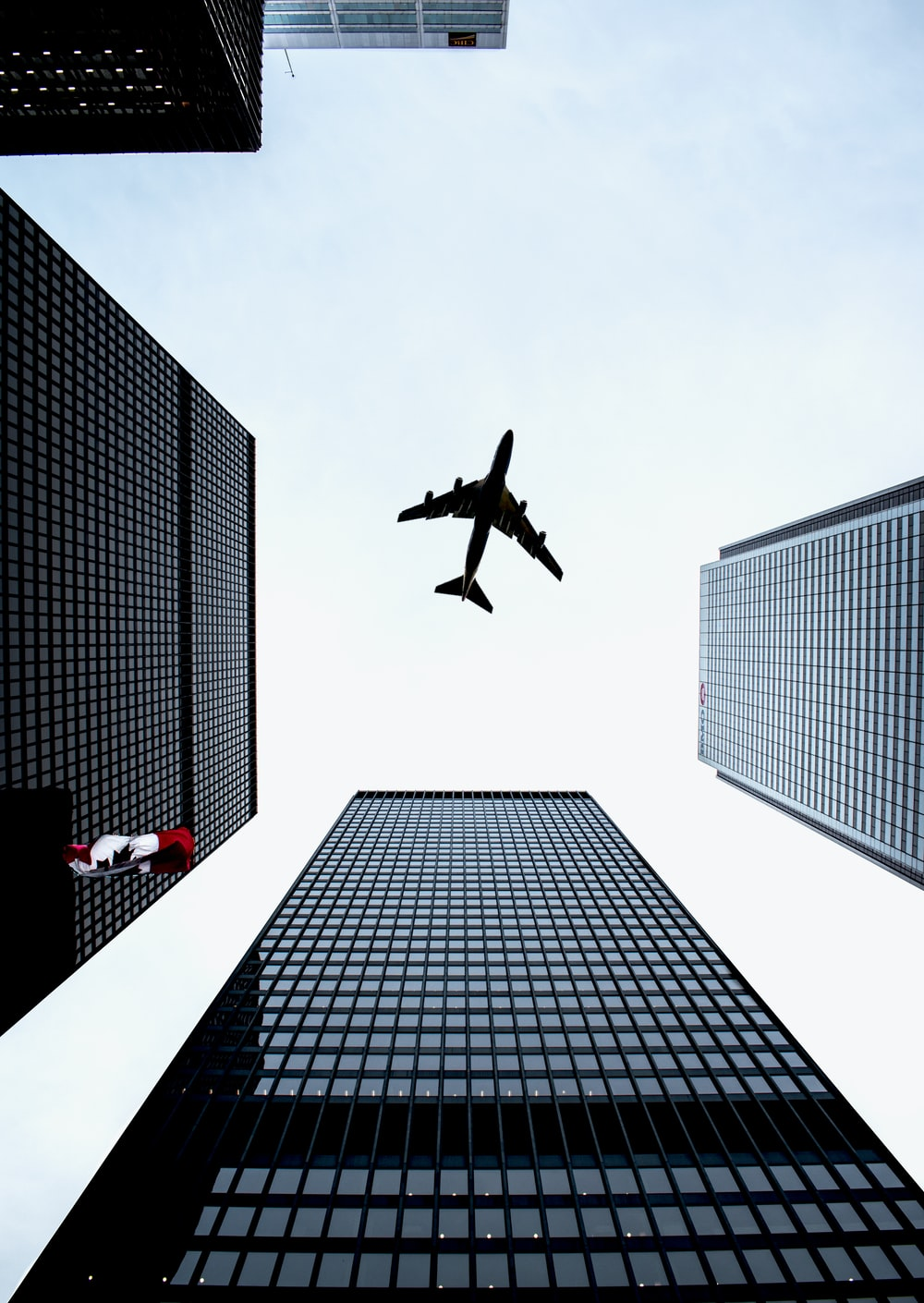 airplane on focus photography
