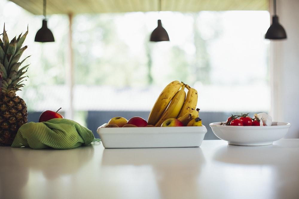 yellow banana fruit on bowl