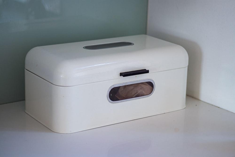 white plastic trunk