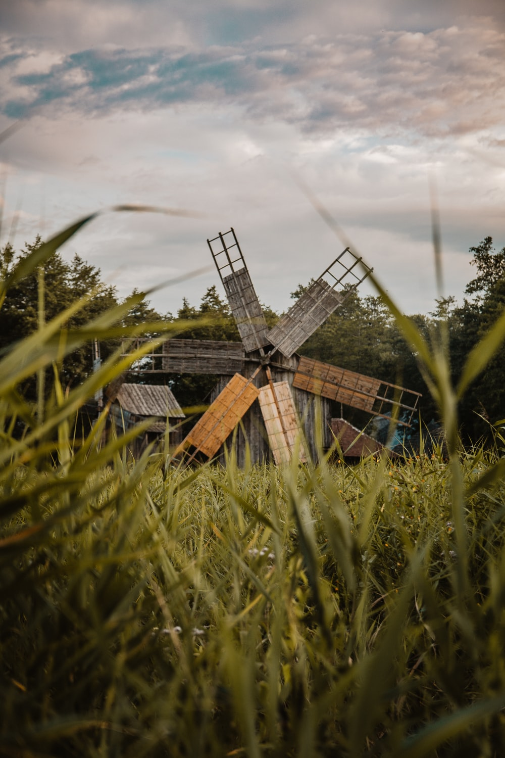 gray and brown windmill close-up photography