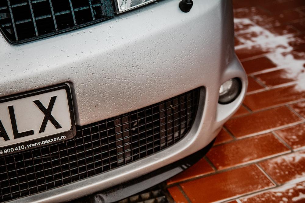 gray vehicle close-up photography