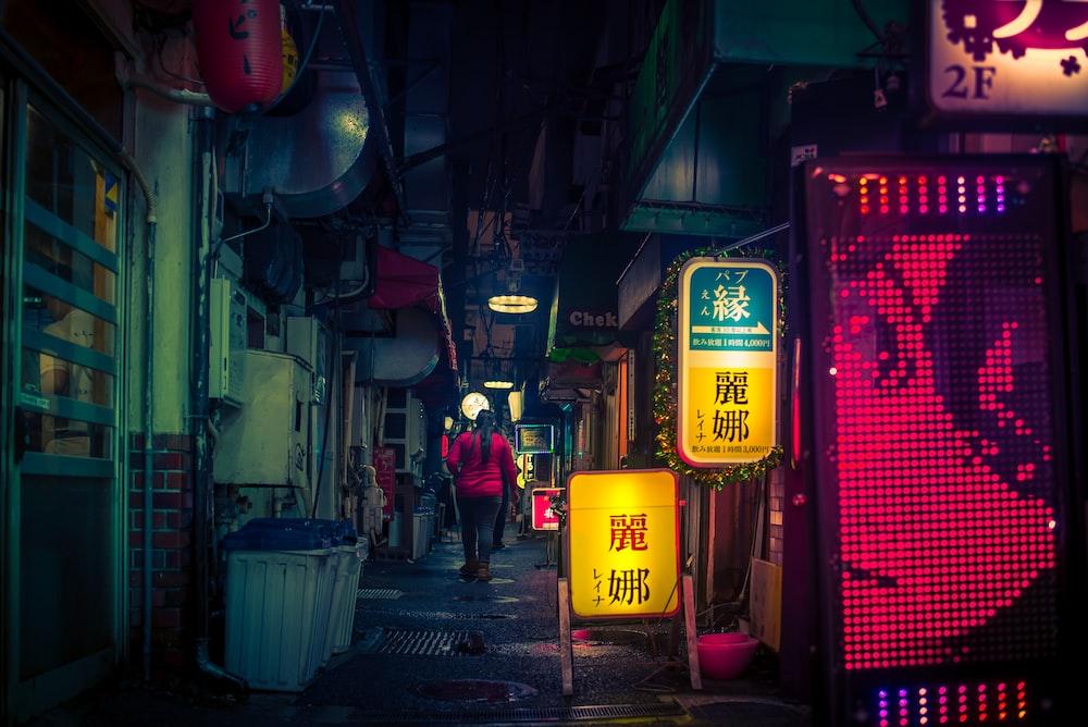 alley between buildings