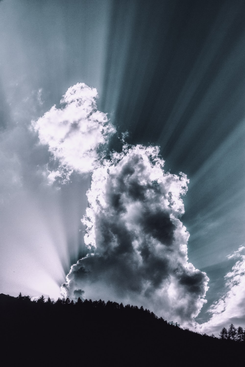 sunlight rays through cloud