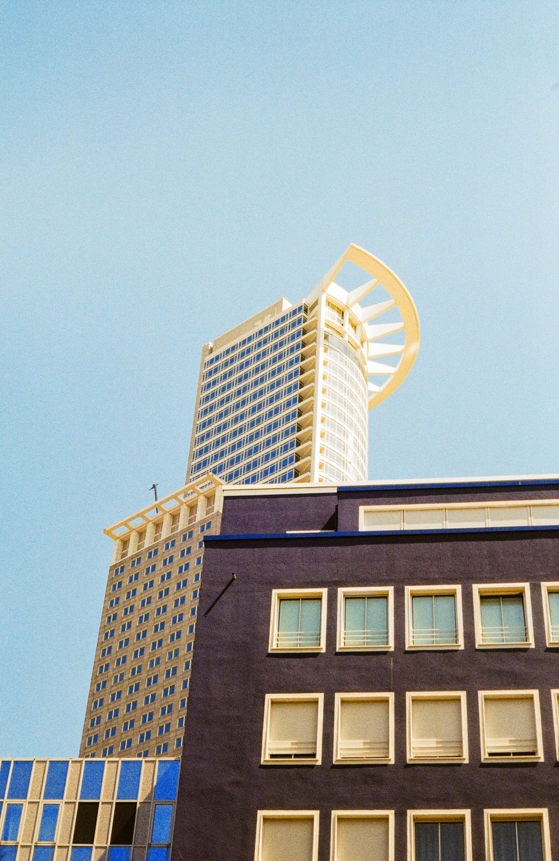 brown building under blue sky during daytime