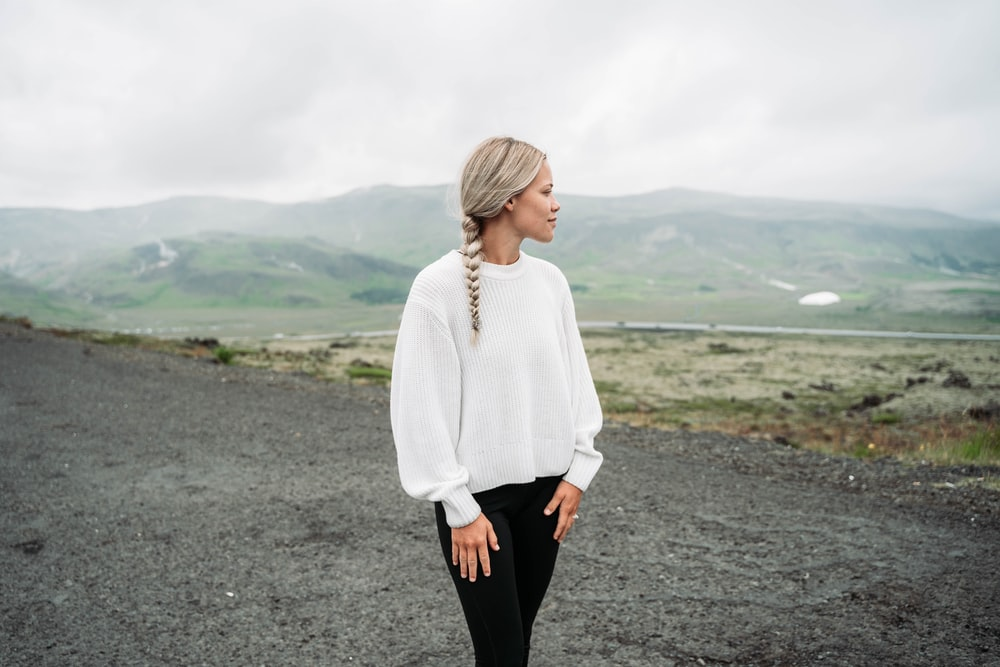 woman standing and looking mountain at daytime