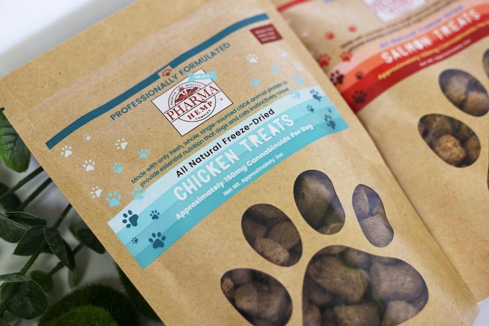 Chicken Treats pack cat food