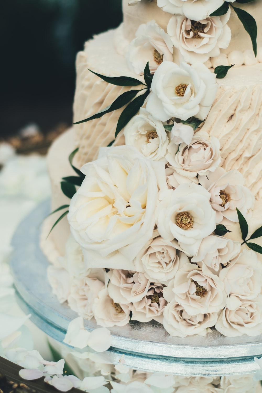 vanilla rose decorated cake on gray base