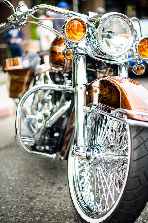brown cruiser motorcycle