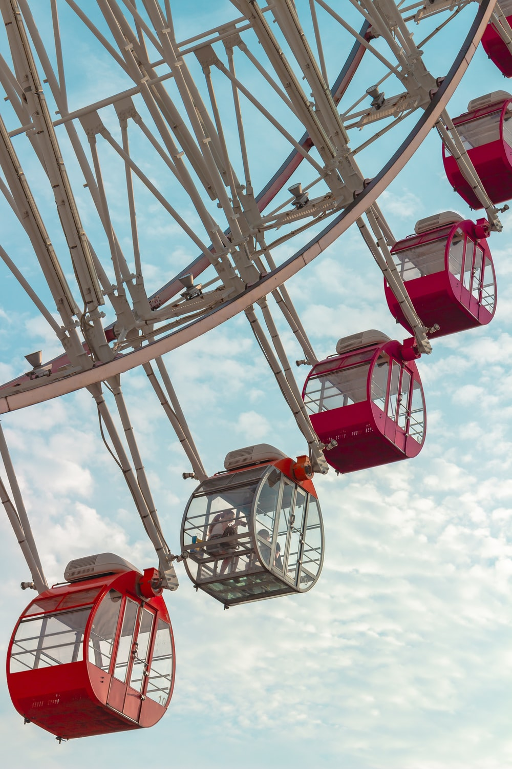 white and red ferris wheel at daytime close-up photography