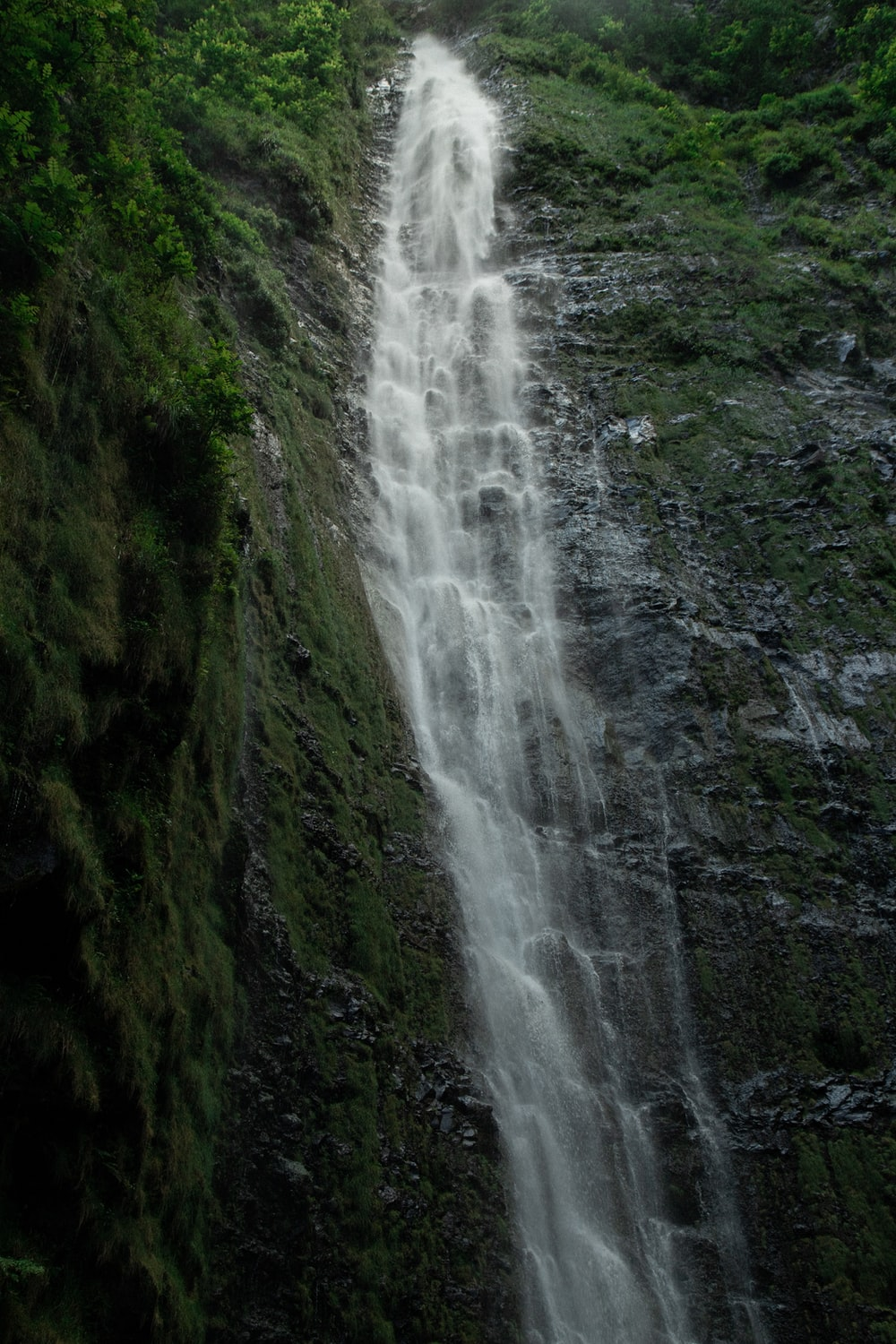 waterfall during daytime
