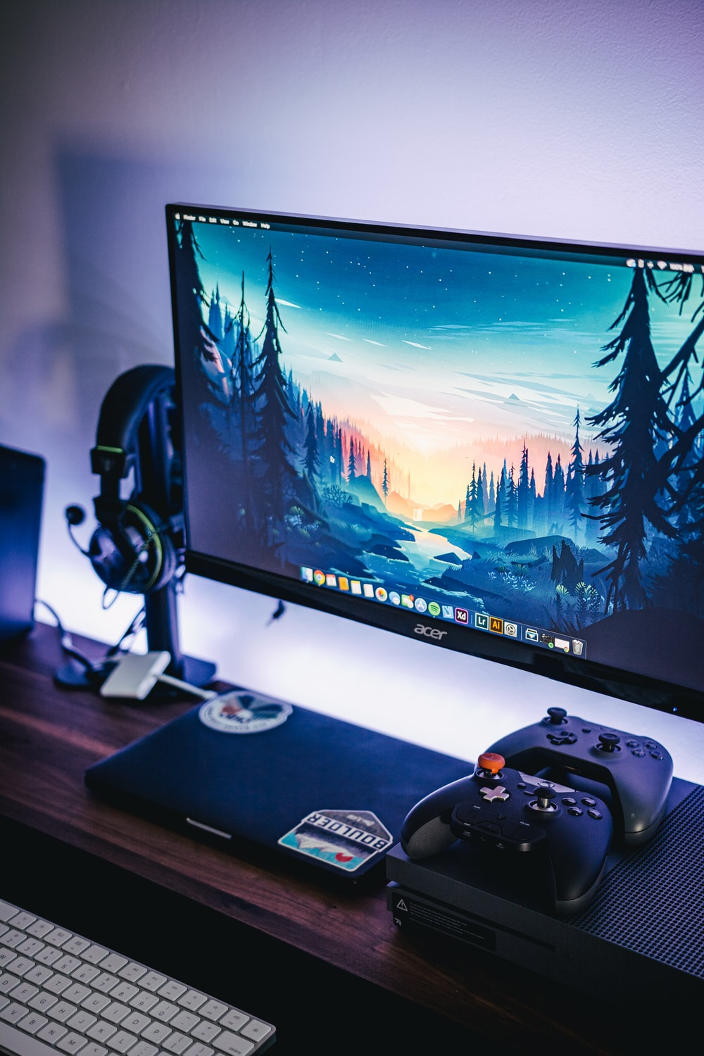 black Acer flat screen computer monitor mounted on white wall