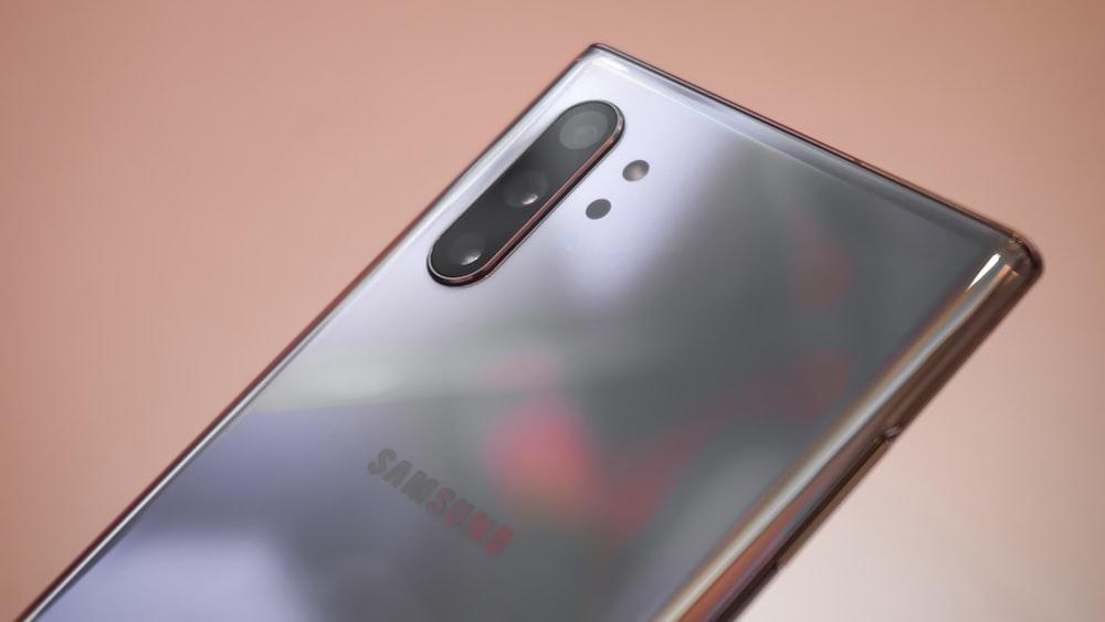 silver Samsung Galaxy smartphone