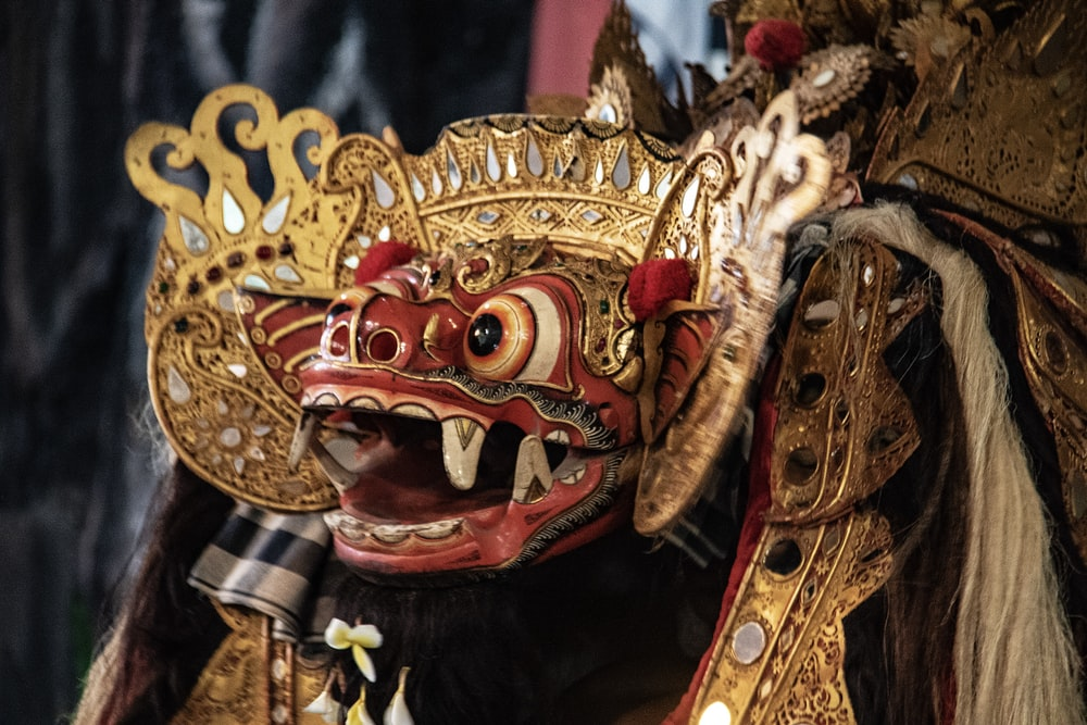 closeup photo of traditional dragon head