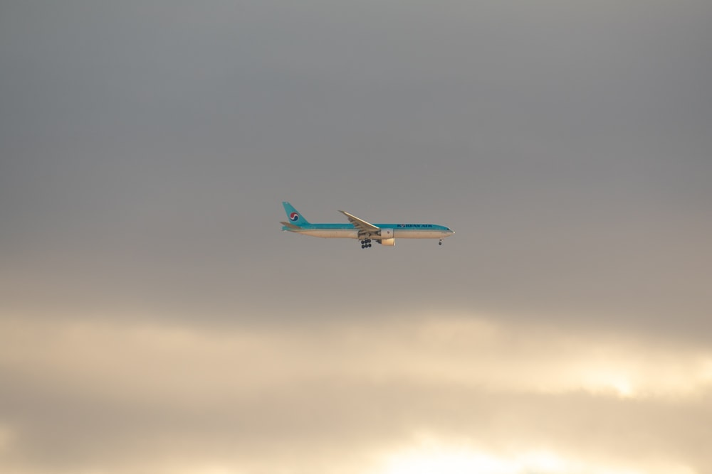 airborne airplane
