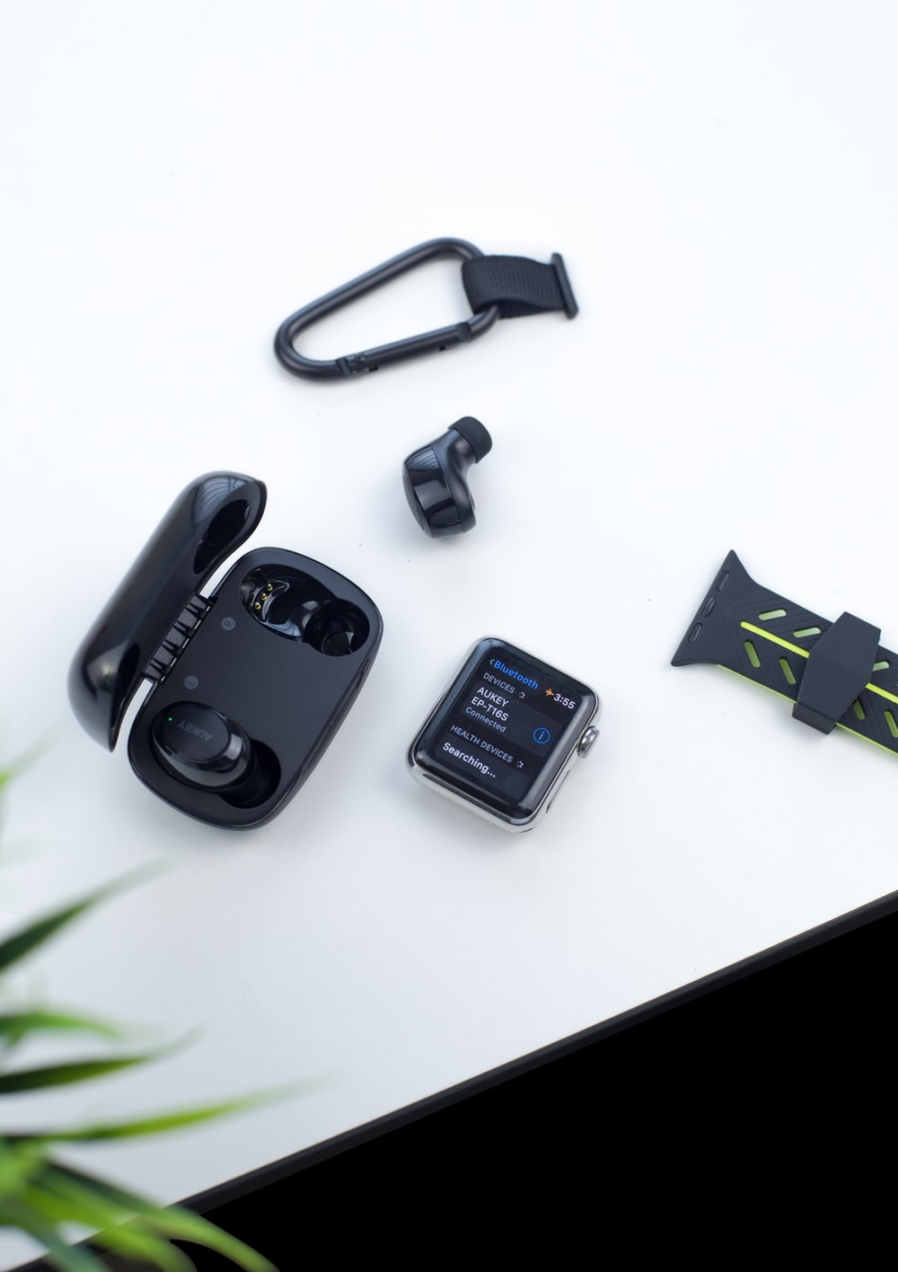 black earbuds with case
